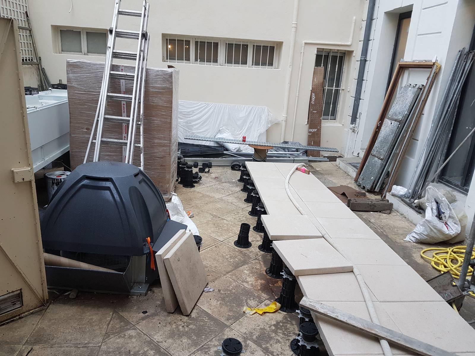 Pose De Dalles Sur Plots Pour Réaliser Une Terrasse Au
